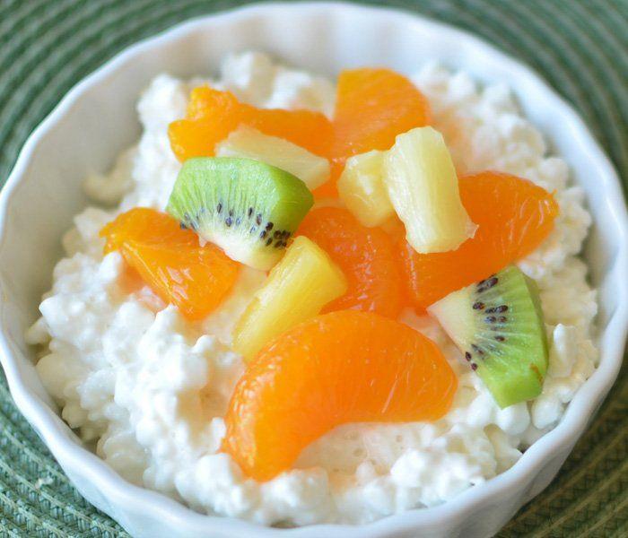 mic dejun sanatos branza de vaci cu fructe