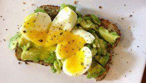 mic dejun sanatos paine prajita cu avocado si ou